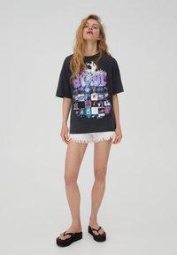 PULL&BEAR - T-shirt con stampa - black - 1