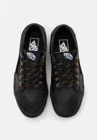 Vans - SK8 UNISEX - Trainers - black - 3