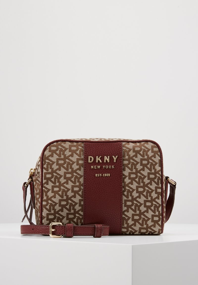 DKNY - NOHO  - Across body bag - chino blood red