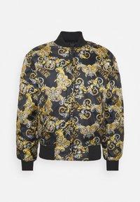 Versace Jeans Couture - RISTOP PRINTED LOGO BAROQUE - Chaquetas bomber - nero - 9