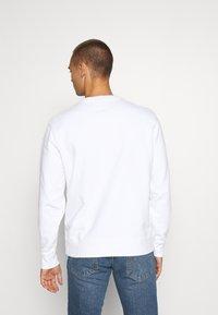 Levi's® - NEW ORIGINAL CREW UNISEX - Felpa - white - 2
