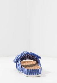 Scotch & Soda - YOLIN  - Pantofle - blue striped - 5