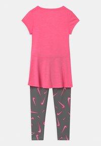 Nike Sportswear - SET - Leggings - smoke grey - 1
