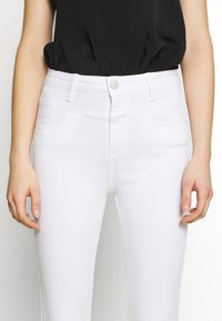 CLOSED - SKINNY PUSHER - Jeans Skinny Fit - white - 6