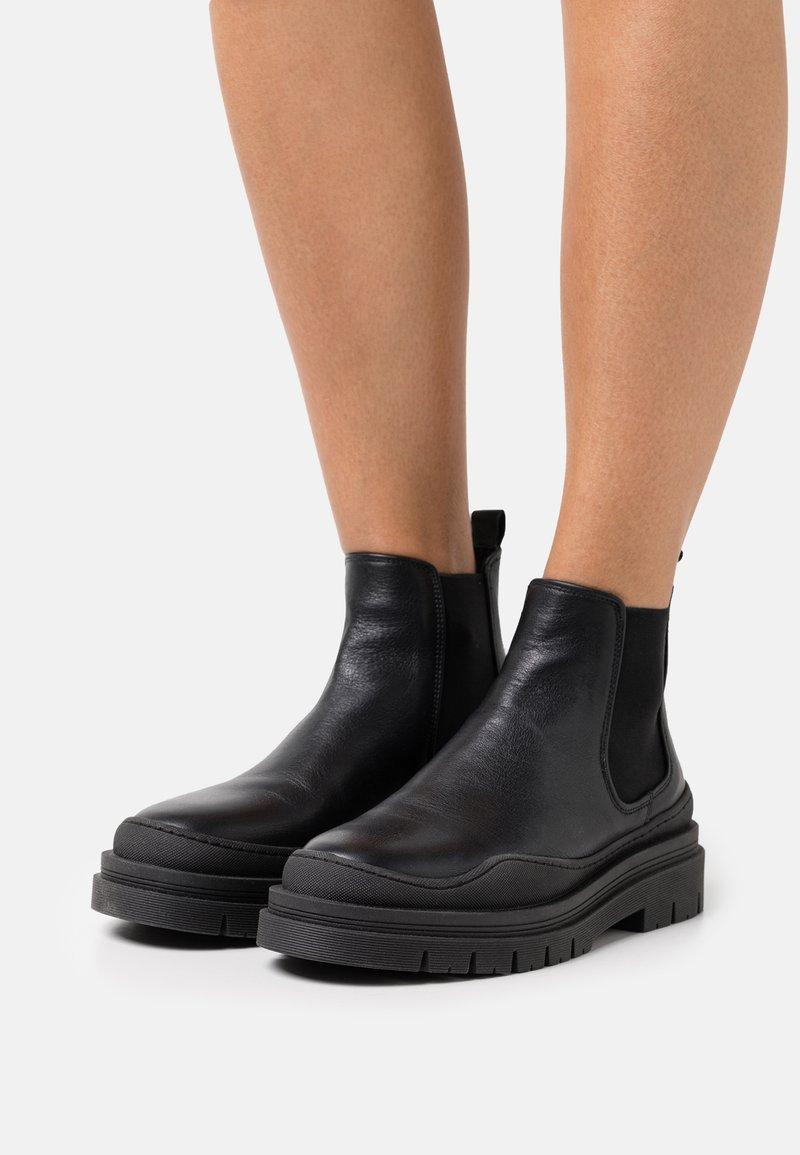 Copenhagen - CPH735  - Platform ankle boots - black