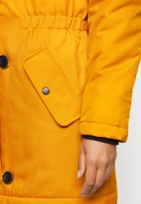 ONLY Petite - ONLIRIS - Parka - golden yellow - 7