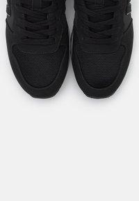 mtng - JOGGO - Zapatillas - black - 5