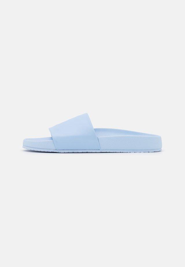 CAYSON UNISEX - Pantolette flach - elite blue/white