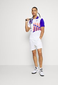 Nike Performance - ADVANTAGE - Polo shirt - white/ultramarine/solar red - 1