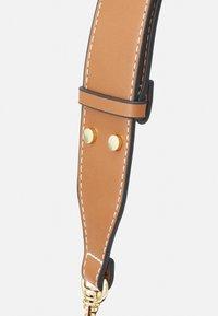 PARFOIS - SAC JOAN - Handbag - camel - 3