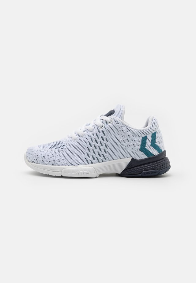 AEROCHARGE ENGINEERED JR UNISEX - Käsipallokengät - white