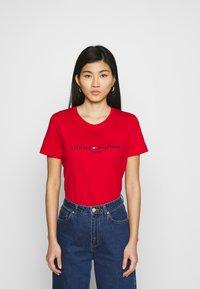 Tommy Hilfiger - REGULAR HILFIGER TEE  - T-shirt basic - red - 0