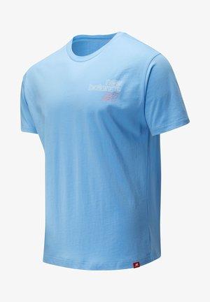 ESSENTIALS TOKYO NIGHTS SIGAL - Print T-shirt - carolina blue