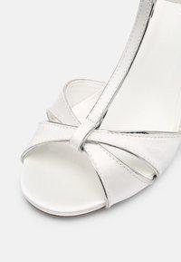 Menbur - Sandales - ivory/silver - 7