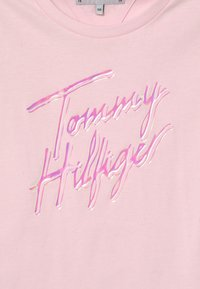 Tommy Hilfiger - SCRIPT PRINT - Print T-shirt - pink breeze - 2
