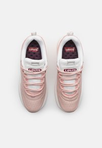 Levi's® - CHELSEA UNISEX - Zapatillas - light pink/white - 3