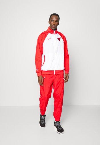 NBA CHICAGO BULLS TRACKSUIT - Klubbkläder - white/university red