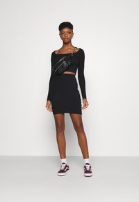 Even&Odd - SET - Boat neck long sleeves crop top with mini high waisted skirt - Minisukně - black - 1
