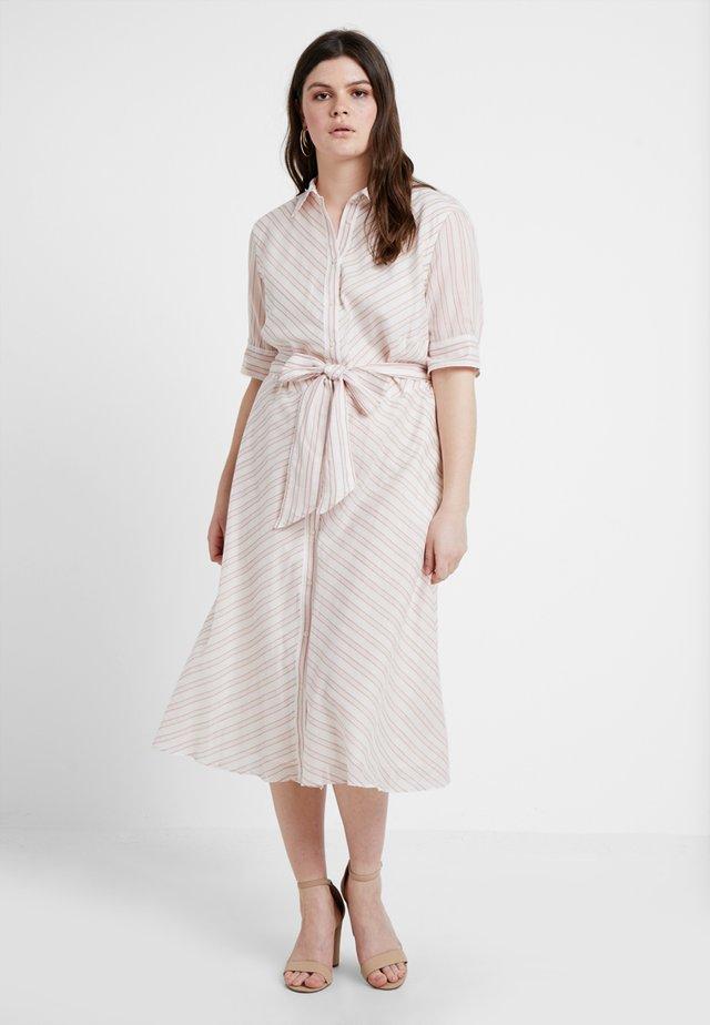 TRYMAINE CASUAL DRESS - Košilové šaty - dry berry/multi
