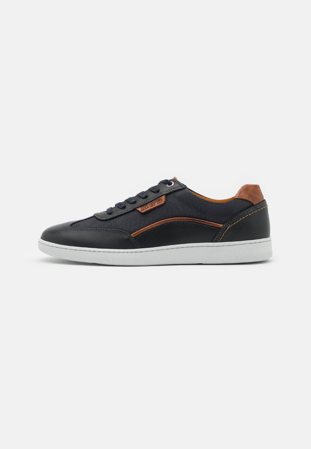 FRANKO - Sneakers laag - navy/cognac