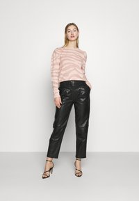 ONLY - ONLCERIE - Sweatshirt - seashell pink/gilded beige glitter - 1