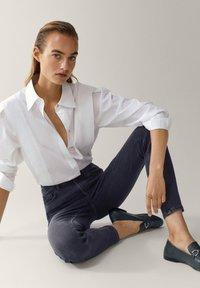 Massimo Dutti - HOHEM BUND - Jeans Skinny Fit - grey - 5