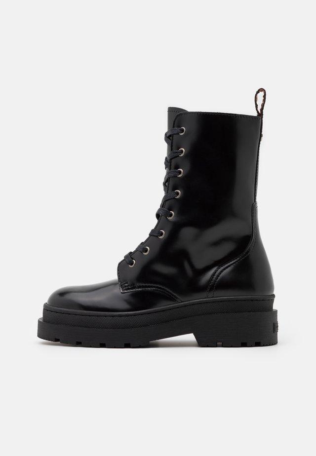 AUBRI - Kotníkové boty na platformě - black