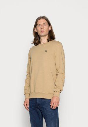 BASIC BADGE GOTS VEGAN - Sweater - kelp