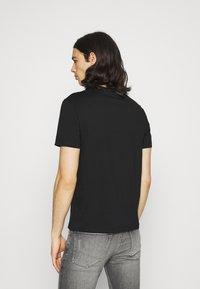 Calvin Klein - TEXT REVERSED LOGO  - T-shirt med print - black - 2