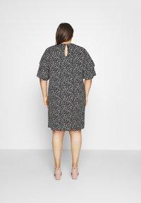 Selected Femme Curve - SLFCARL DRESS - Denní šaty - black - 2