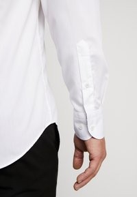 Tommy Hilfiger Tailored - POPLIN CLASSIC SLIM SHIRT - Formal shirt - white - 3