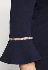 Anna Field Curvy - Pouzdrové šaty - evening blue - 5