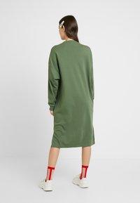 Monki - MINDY DRESS - Jerseykjole - sage green - 2