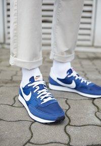 Nike Sportswear - CHALLENGER OG UNISEX - Zapatillas - midnight navy/white/black - 2