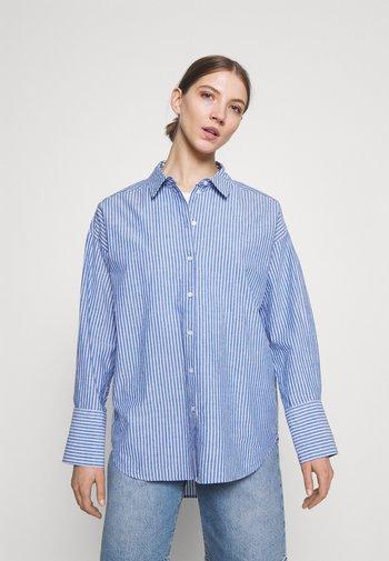 VMSTINNA - Button-down blouse - regatta/white