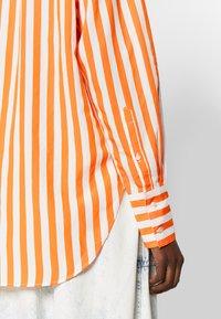 CLOSED - ROWAN - Button-down blouse - mango - 4