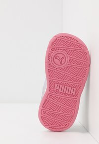 Puma - STEPFLEEX 2 UNISEX - Sports shoes - white/purple heather/peony - 5
