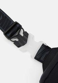 Nike Sportswear - Olkalaukku - black/smoke grey - 4