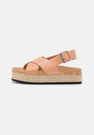 VEGAN JANNIKE - Sandály na platformě - beige dark