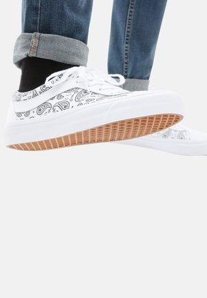 UA BOLD NI - Sneakers - (paisley)true white/black