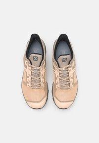Salomon - OUTLINE PRISM GTX - Hiking shoes - almond cream/stormy weather/black - 3