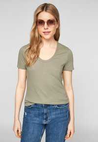 s.Oliver - Basic T-shirt - summer khaki - 6