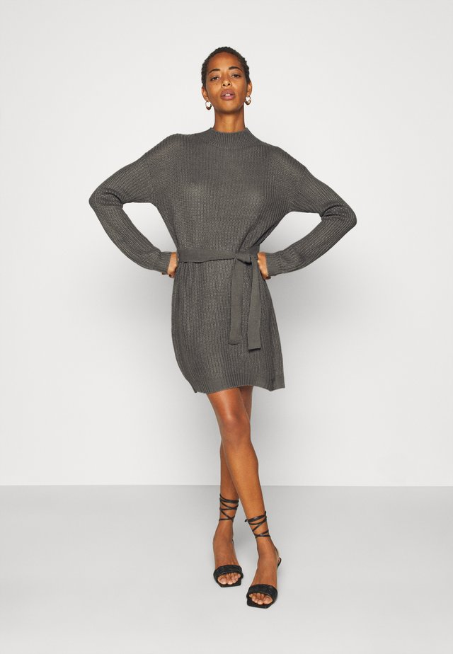 ROLL NECK BASIC DRESS WITH BELT - Pletené šaty - charcoal