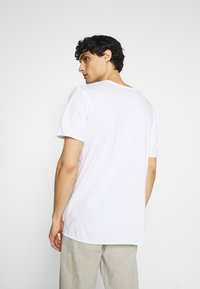 Selected Homme - SLHWYATT O NECK TEE  - T-shirt - bas - bright white - 2