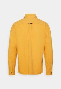 Tommy Jeans - LIGHTWEIGHT OVERSHIRT - Košile - gold - 1