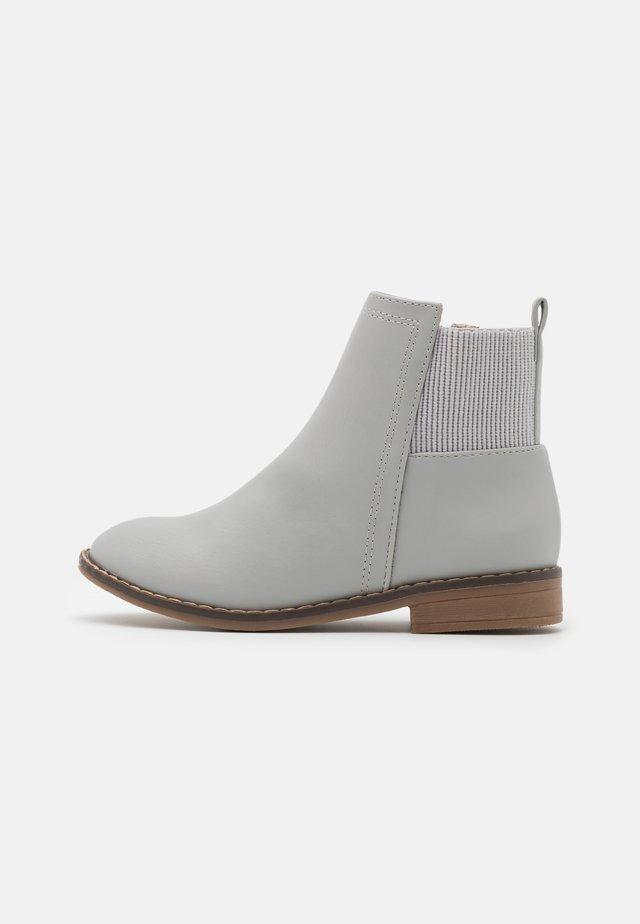 STEP GUSSET BOOT - Botines - winter grey