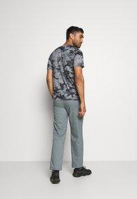 Nike Performance - DRY PANT TEAM  - Pantaloni sportivi - smoke grey/black - 2