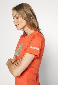 Zimtstern - PUREFLOWZ - Print T-shirt - living coral/florida keys - 3