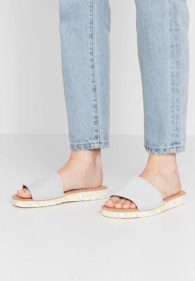 Clarks Originals - LUNAN SLIDE - Matalakantaiset pistokkaat - light blue