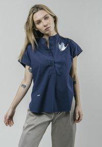 Brava Fabrics - CRANE FOR LUCK ESSENTIAL - Bluzka - blue - 0